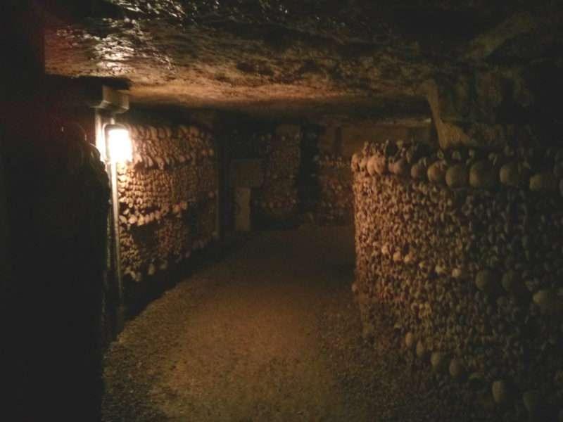 parigi-sotterranea-catacombe