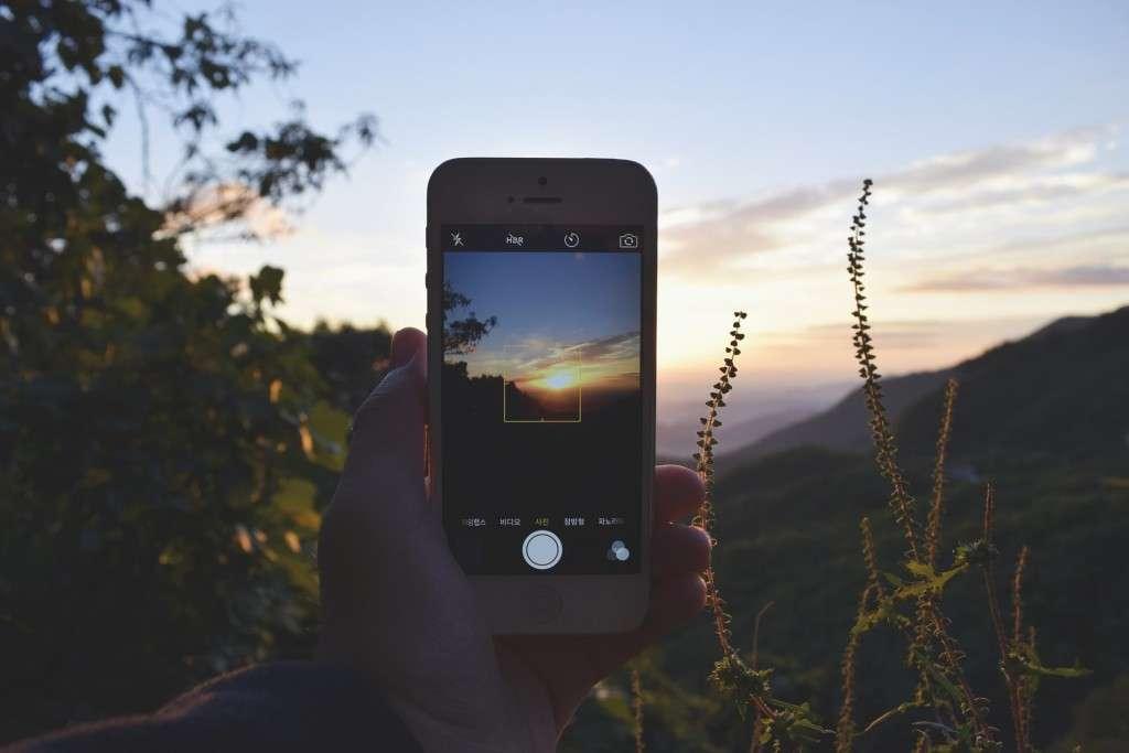 Non lasciamo che i social rovinino i nostri viaggi