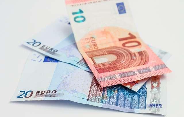 viaggiare-in-coppia-soldi